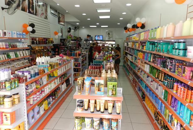 Imagem: Pérola News (http://perolanews.com.br/noticias/ladario/em-novo-endereco-semprebella-cosmeticos-reinaugura-loja-em-corumba)
